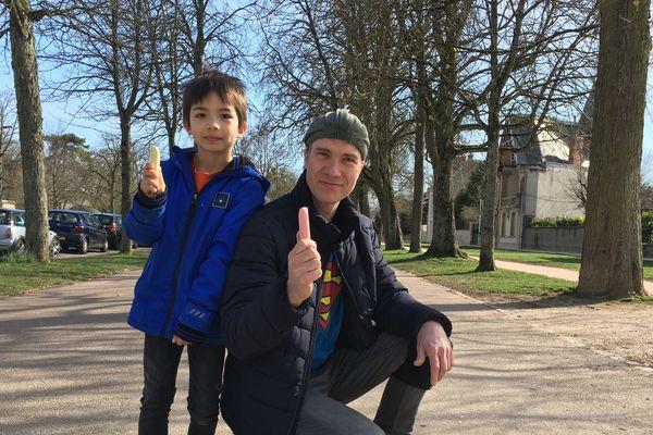 Mr Colors aux côtés de son fils, Sam, ce mercredi 20 mars 2019.