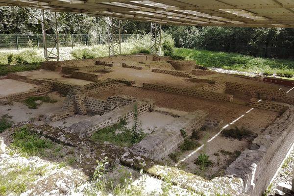 Les vestiges de la villa Brachaud sont visibles au nord de Limoges dans le bois qui jouxte le lac d'Uzurat