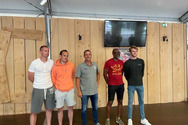 Philippe Hinschberger (au centre) arrive à Amiens avec une partie de son staff : un adjoint et un préparateur physique