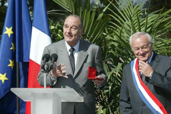 Jacques Chirac, alors président de la République et Bernard Brochand, maire de Cannes le 9 mars 2006 pour l'inauguration du boulevard Louise Moreau .