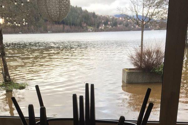 Le Lido à Gérardmer sous les eaux, vendredi 5 janvier 2018.