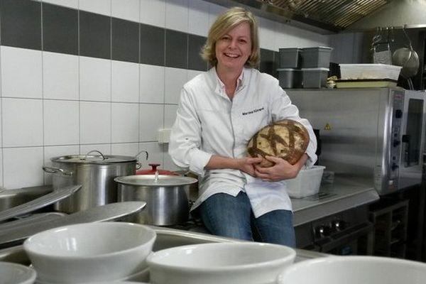 Martina Kompel est chef des cuisines de son restaurant de Corrèze depuis un an