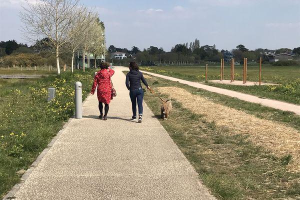 La marche peut être lente ou dynamique, selon l'envie de la copine, de la maîtresse ou du chien...on est bien!