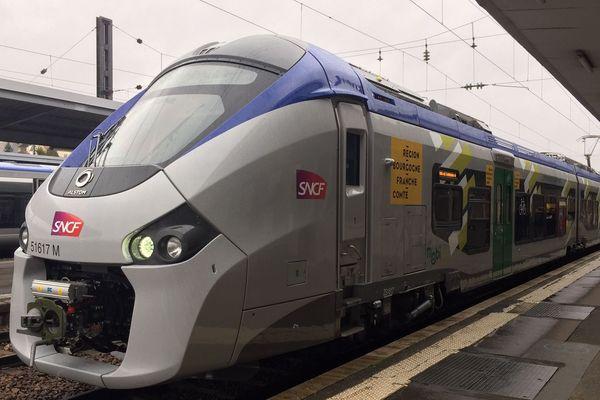 Une nouvelle rame TER Régiolis en gare de Besançon Viotte.