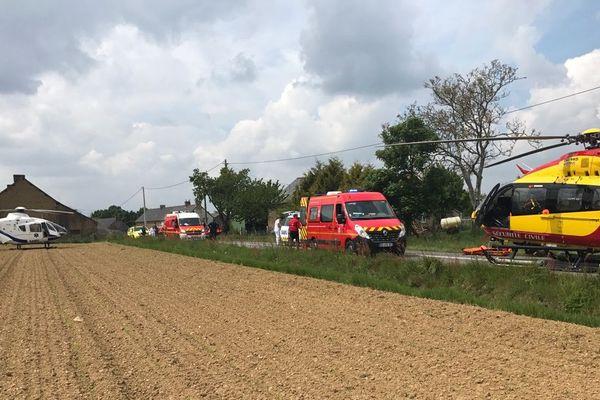 Un accident a eu lieu à Saint-Domineuc. Une voiture est tombée dans l'eau. Les passagers et le conducteur ont été transportés en urgence par hélicoptère.