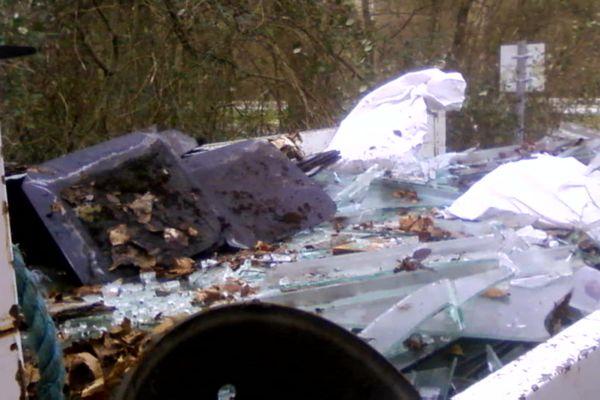 Dépôt sauvage d'ordures à la Cerlangue (76)