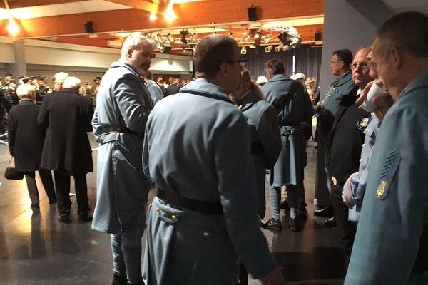 """Morhange (Moselle) : les """"poilus"""" attendent le président de la République, lundi 5 novembre 2018."""