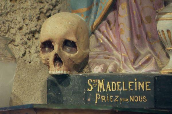Lieu de pèlerinage pour Sainte-Madeleine, la petite chapelle n'avait jamais connu d'acte aussi sacrilège