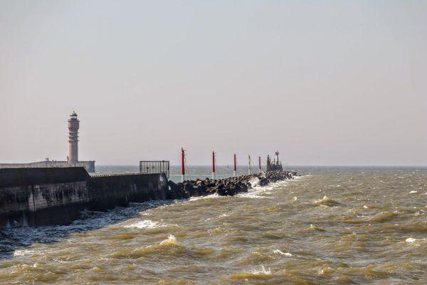 La jetée Est de Dunkerque. L'estacade en bois, qui permit à de nombreux soldats d'embarquer en mai/juin 1940, a aujourd'hui disparu.
