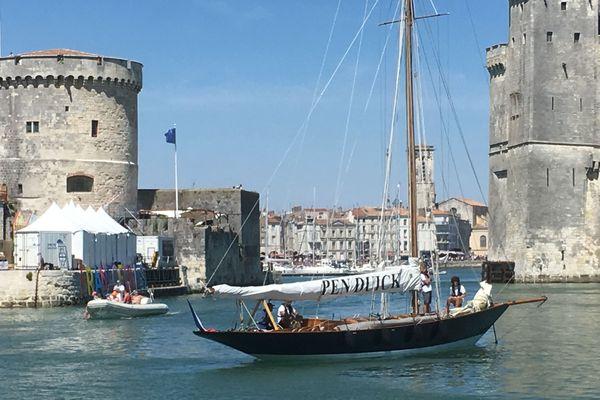 Pen Duick, le premier de la série, à son arrivée à La Rochelle.