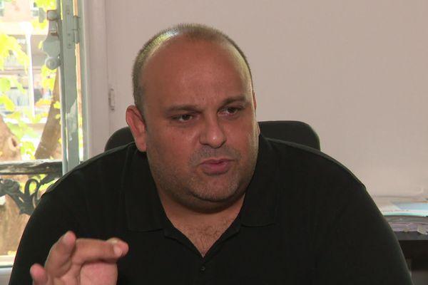 Maître Seroussi, avocat des parents de la fillette dont le bout de doigt a été amputé suite à une erreur médicale à Marseille.
