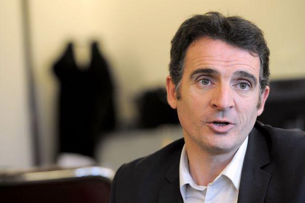 Le maire de Grenoble estime que l'Etat doit prendre position dans l'affaire du burkini.