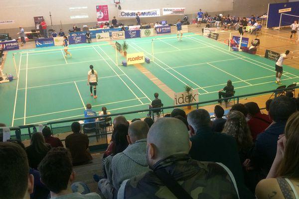 Beaucoup de public dans le Gymnase Maurice Herzog à Oullins dans le Rhône à la découverte du Badminton