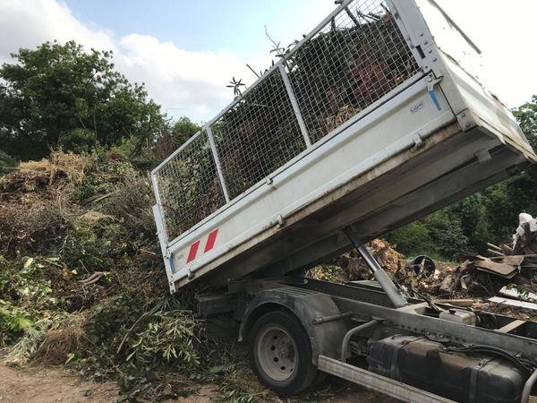 Franc succès pour le ramassage gratuit des déchets verts à Saint-Jean-de-Védas (Hérault) pendant le confinement