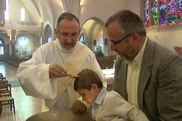 Le jeune Elouan, 3 ans et demi, a été baptisé en ce dimanche de Pâques en l'église du Sacré-Coeur de Limoges