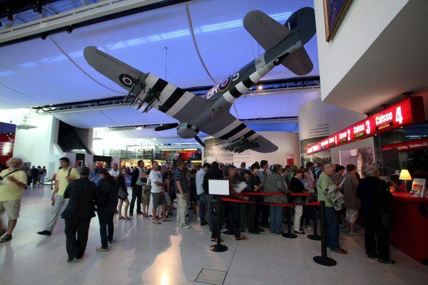Le Mémorial de Caen accueille des touristes du monde entier.