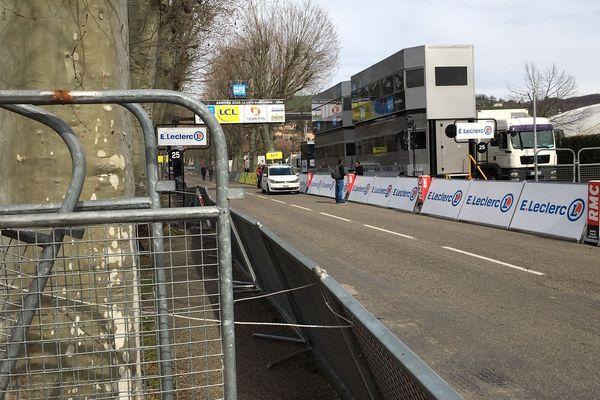 La ligne d'arrivée de la cinquième étape du Paris-Nice 2020 à la Côte-Saint-André, en Isère, devrait rester sans spectateur.