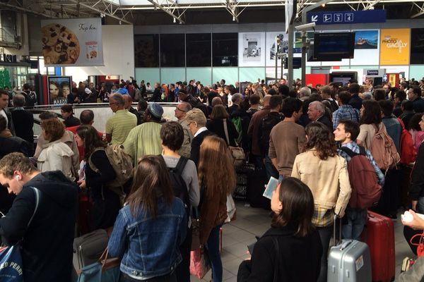 Foule en gare de Rennes suite aux perturbations