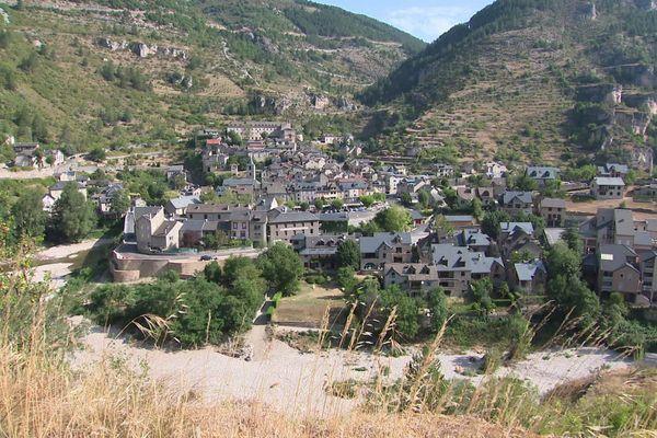 La fréquentation explose dans le village de Sainte-Enimie cet été.