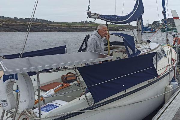Jo Le Guen quittera Lanildut ce vendredi pour un périple autour du monde, sur les traces de Magellan, à bord d'un voilier de 8 mètres