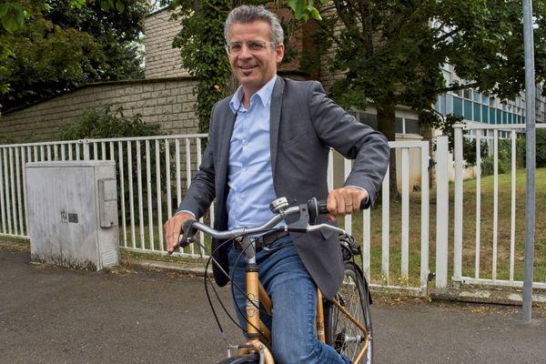 Le nouveau maire écologiste de Tours Emmanuel Denis a remporté la mairie à la tête d'une liste d'union de la gauche (EELV-PCF-FI-Génération.s).