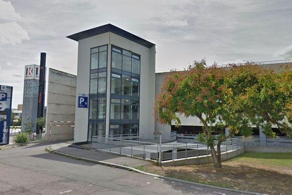 Le parking relais du Mont-Riboudet compte 884 places. Le quartier tout autour s'est beaucoup développé
