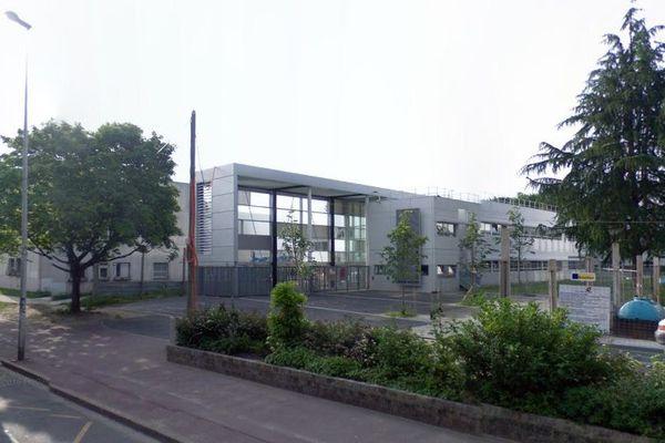 le lycée professionnel Hélène-Boucher, à Tremblay-en-France, en Seine-Saint-Denis (capture d'écran Google StreetView).