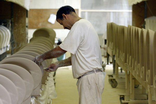 Jacob Delafon produisait des sanitaires en céramique haut de gamme.