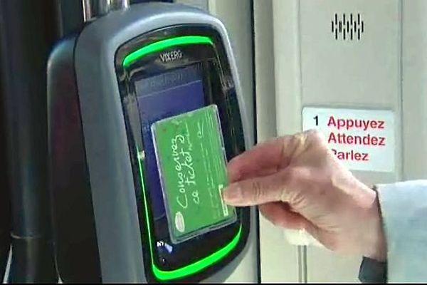 La validation des titres de transport est obligatoire quand on entre dans un bus ou dans un tram. Les contrevenants s'exposent à une amende.