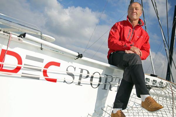 Le maxi-trimaran, skippé par Francis Joyon, pourrait s'élancer de Brest samedi pour  tenter de s'emparer du Trophée Jules Verne.