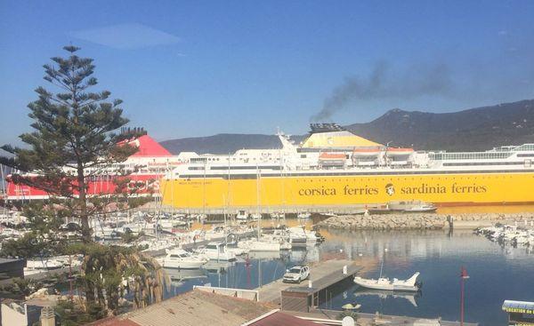 Suite au blocage du port d'Ajaccio, deux navires de la Corsica Linea et de la Corsica Ferries ont été déroutés sur Propriano.