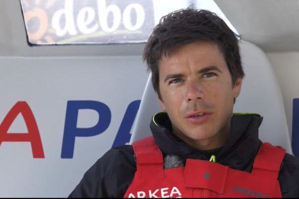 Sébastien Simon abandonne la course Vendée-Arctique après la rupture du foil tribord.