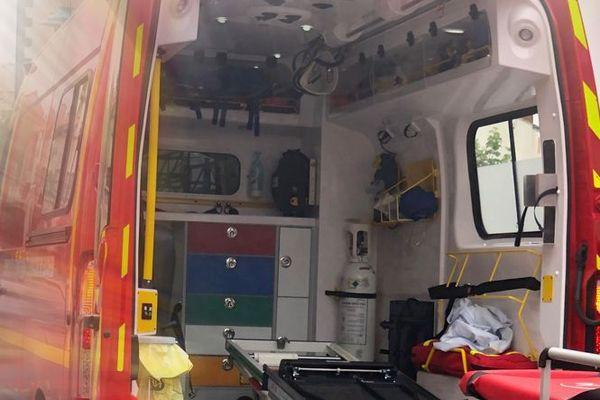 Les pompiers ont pris en charge 2 jeunes de 20 ans grièvement blessés, après qu'une voiture a percuté un mur à Clermont-Ferrand ce lundi 14 décembre.