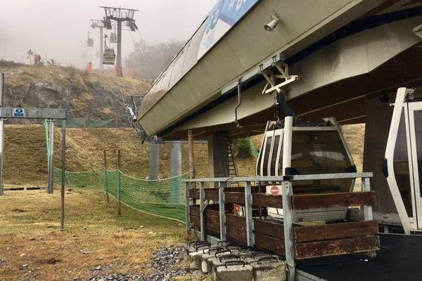 Les remontées mécaniques à l'arrêt à Gourette comme dans toutes les stations du massif