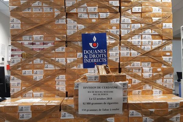 Les équipes des brigades des douanes de Bourg-Madame et de Porta ont saisi 812 cartouches de cigarettes et 31 kilos de tabac à rouler pour une valeur marchande de 62 800€ - 15/10/2019