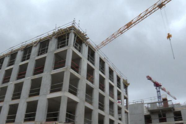 Des immeubles en cours de construction rue Amedée Saint-Germain à Bordeaux.