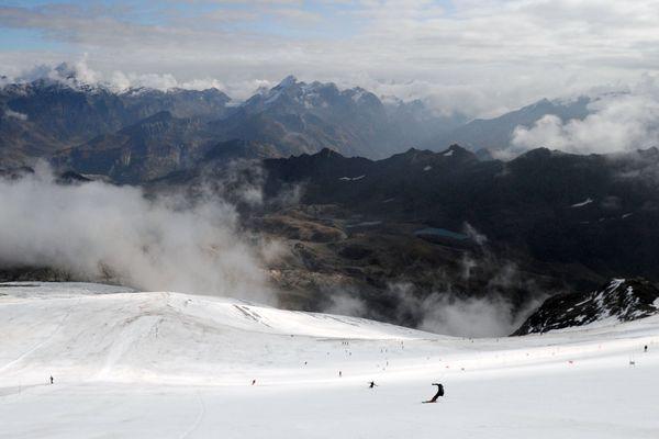 Des skieurs sur le glacier de la Grande Motte à Tignes (Savoie) en 2009. Photo d'archives.