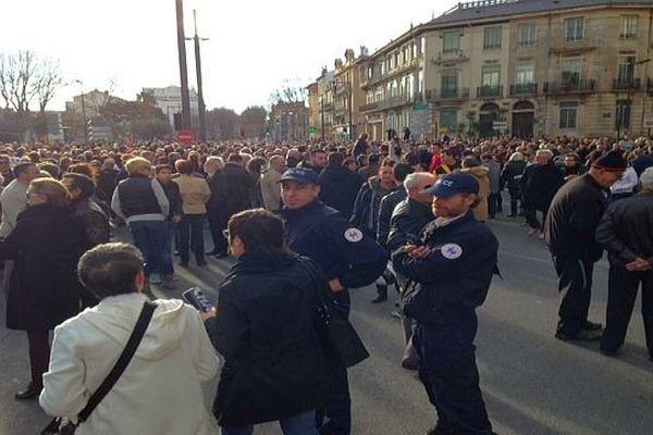 Perpignan - 10h30 Place de Catalogne, les forces de l'ordre sont présentes - 11 janvier 2015.