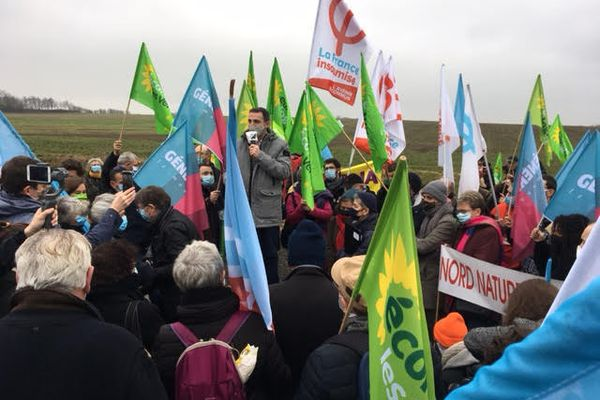 Samedi 6 février, la manifestation contre le projet de serre géante Tropicalia a rassemblé près de 200 associatifs et élus, au champ Gretz, près de Berck.