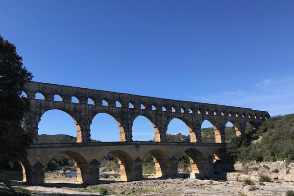 Le site du Pont du Gard accueille environ 1 million de visiteurs par an.