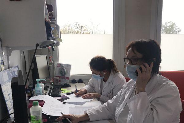 Des téléconsultations et une hot Line sont mises en place pour éviter que les patients se déplacent
