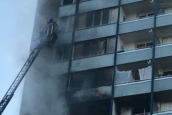 Violent incendie ce vendredi matin dans le quartier de Maurepas à Rennes