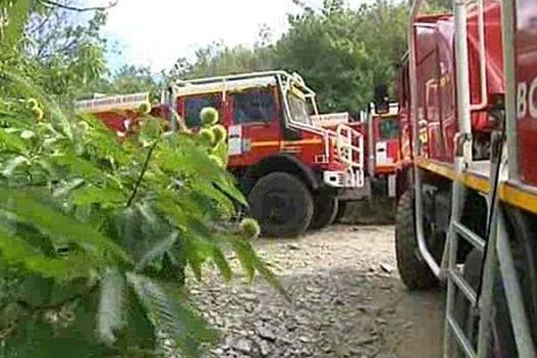 Saint-André-de-Valborgne (Gard) - 220 pompiers de 4 départements luttent contre l'incendie - 31 juillet 2015.