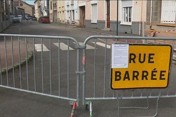 La rue est fermée à la circulation après l'effondrement partiel d'un bâtiment d'habitation - 24/6/18