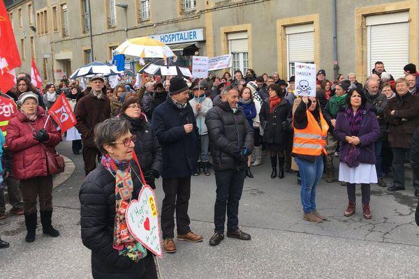 Depuis février, les manifestations se sont multipliées pour défendre un service hospitalier de proximité et de qualité. Ce 31 mai, l'ARS a rendu ses conclusions sur la feuille de route des hôpitaux du Nord Ardennes.