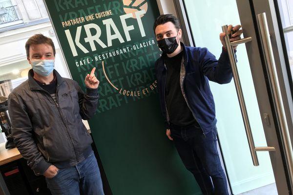 """Matthieu Pollet, le propriétaire, et Maxime Mallet, le directeur du """"Kraft"""", un restaurant qui aurait dû ouvrir il y a déjà sept mois."""