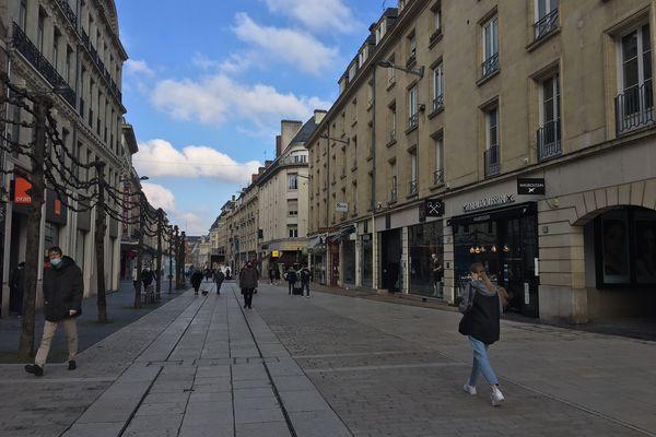 Dernière journée d'ouverture pour les magasins de la rue de Noyon à Amiens avant un 3e confinement vendredi 19 mars