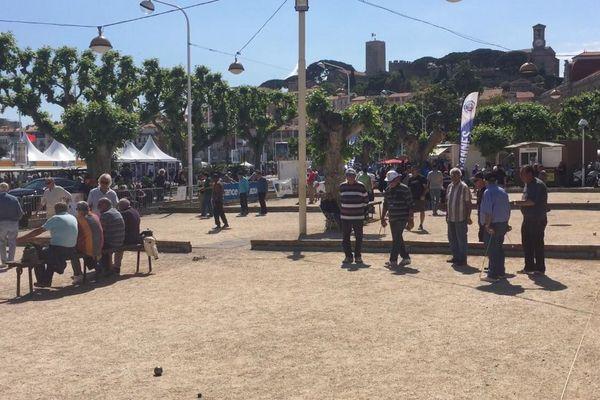 Partie de boules en parallèle du Festival de Cannes