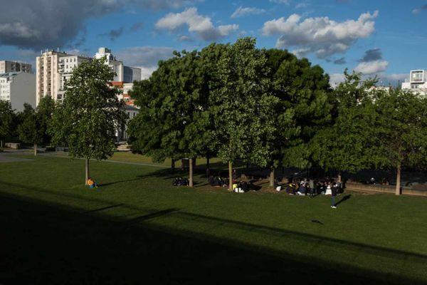 La préfecture a lancé ce vendredi une opération d'évacuation des toxicomanes installés dans les secteurs des jardins d'Éole et de Stalingrad (XIXème arrondissement de Paris).