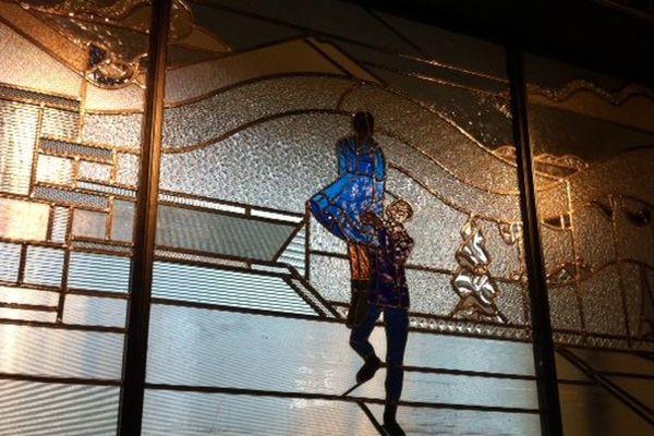 Les vitraux de la piscine Molitor sont d'origine et ont été renovés par Delphine Geronazzo, maître verrier situé dans le 9eme arrondissement.